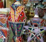 زينة وفوانيس رمضان تكسو أسواق الإمارات وتجذب المتسوقين
