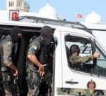 الأمن التونسي يفرق المحتجين بقنابل الغاز