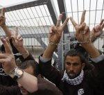 إسرائيل تمنع التواصل مع الأسرى المضربين عن الطعام