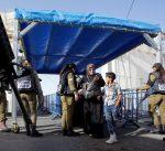 نتنياهو يأمر بتفتيش المصلين الداخلين إلى المسجد الأقصى يدويا