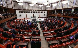 البرلمان التركي يسقط عضوية نائبين معارضين بسبب الغياب