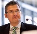 سياسي ألماني بارز يدعو لحل أوروبي في النزاع مع تركيا