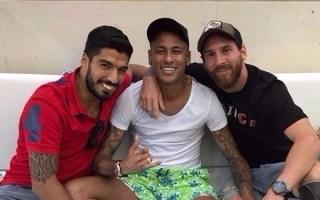 ميسي ينشر صورة له مع نيمار وسواريز بعد إعلان إدارة برشلونة رفع دعوى قضائية ضد البرازيلي