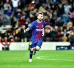 برشلونة يتخطى أولمبياكوس بثلاثية في دوري الأبطال