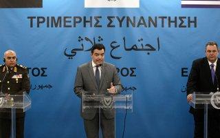 """اتفاق لـ""""التعاون العسكري"""" بين وزراء دفاع مصر واليونان وقبرص"""