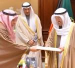 سمو الأمير يتسلم دعوة خادم الحرمين لحضور ختام مهرجان الملك عبدالعزيز للابل