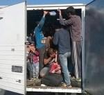 العثور على 136 مهاجراً مكدسين داخل شاحنة في المكسيك