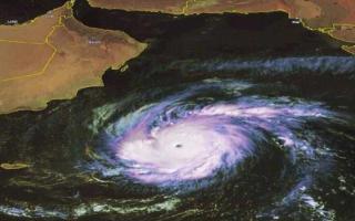 """سلطنة عمان تدعو المواطنين والمقيمين إلى الحذر على خلفية إعصار """"ميكونو"""""""