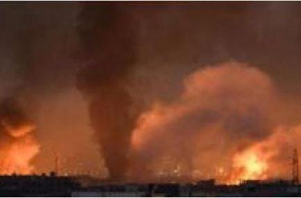 دوى انفجارات ضخمة تهز محيط مطار الضبعة بمدينة حمص السورية
