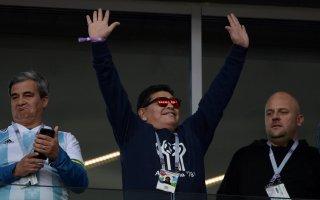 """مارادونا يحذر سامباولي """"من العودة إلى الأرجنتين"""""""