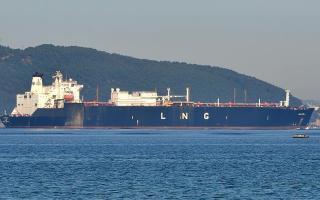 اليابان تتجه لوقف استيراد النفط من إيران تماما