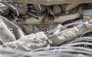 انهيار عمارة في المهبولة أثناء عملية هدمها يتسبب بأضرار في 5 مركبات