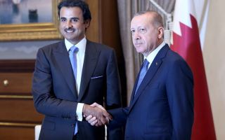 أمير قطر يعلن استثمار 15 مليار دولار بشكل مباشر في تركيا