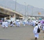 """حجاج بيت الله الحرام يتوافدون على مشعر منى لقضاء يوم """"التروية"""""""