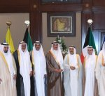 سمو الأمير خلال استقبال محافظ وعدد من أهالي الجهراء: ابتعدوا عن الفتنة