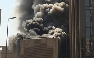 حريق ضخم يلتهم مبنى بنك الكويت الوطني الجديد في منطقة شرق