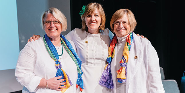 Carrie Field '97 (center) with Acting President Sonya Stephens and Alumnae Association President Marcia Brumit Kropf '67