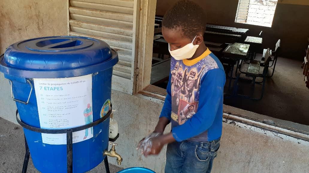 Cop d'Estat a Mali - Djouma també treballa en les condicions d'higiene de la població