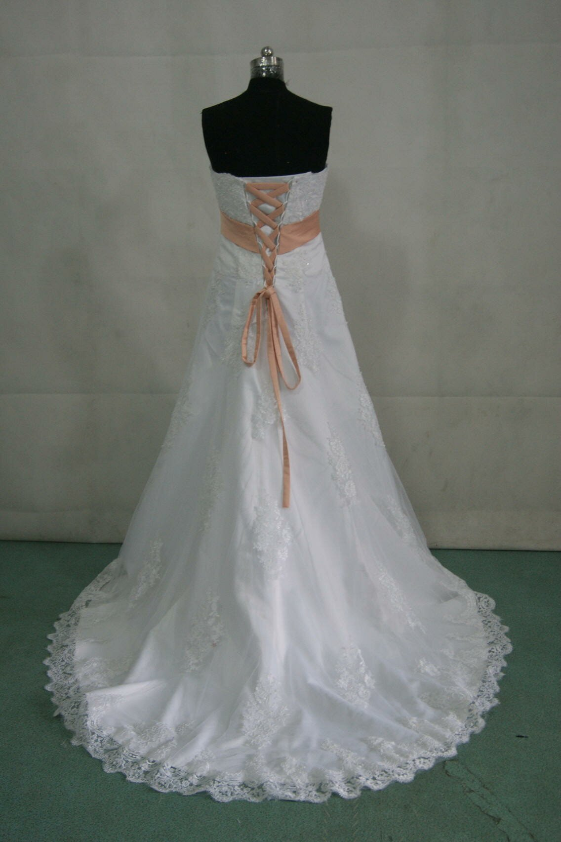 Peach wedding dress to bring out the glimpses in your