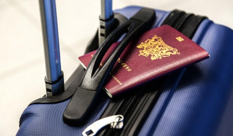 Pasaportes y documentos de viaje