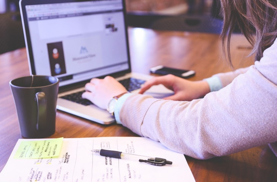 Bisnis Online untuk Mahasiswa Menjadi Penulis Artikel Freelance