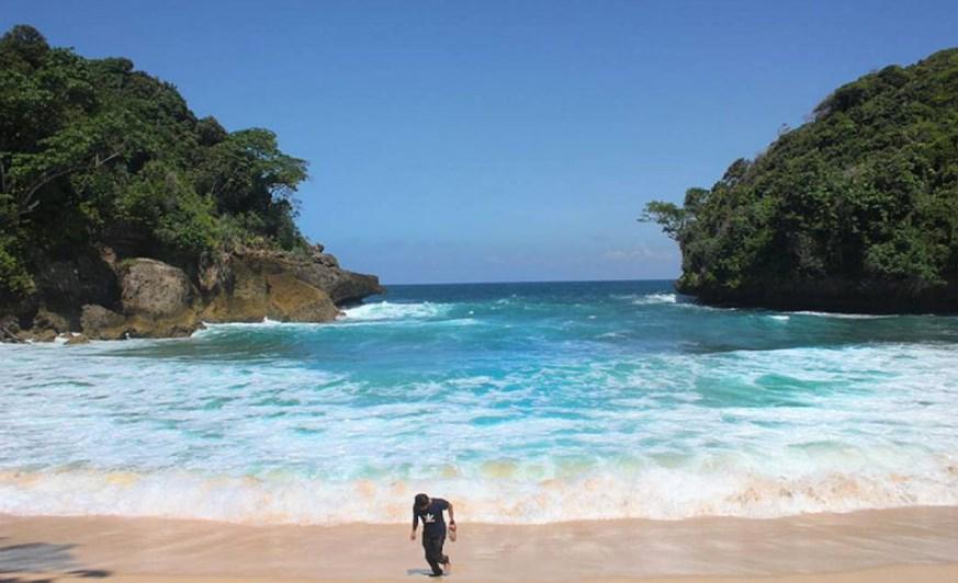 Daya Tarik Pantai Sipelot sebagai Tempat Wisata di Malang