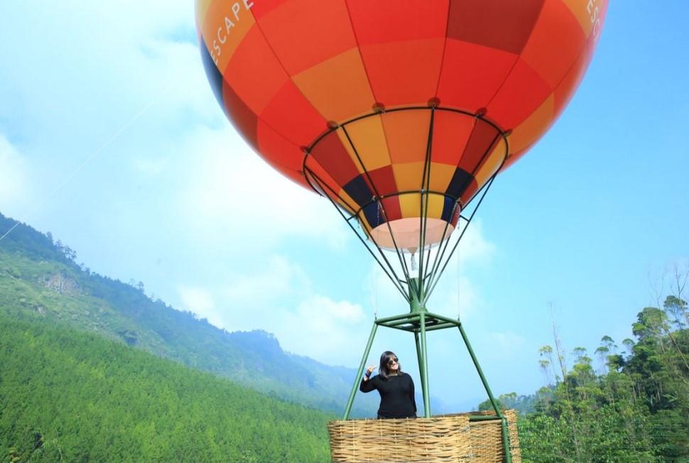 Hot Air Baloon Balon Udara di The Lodge Maribaya