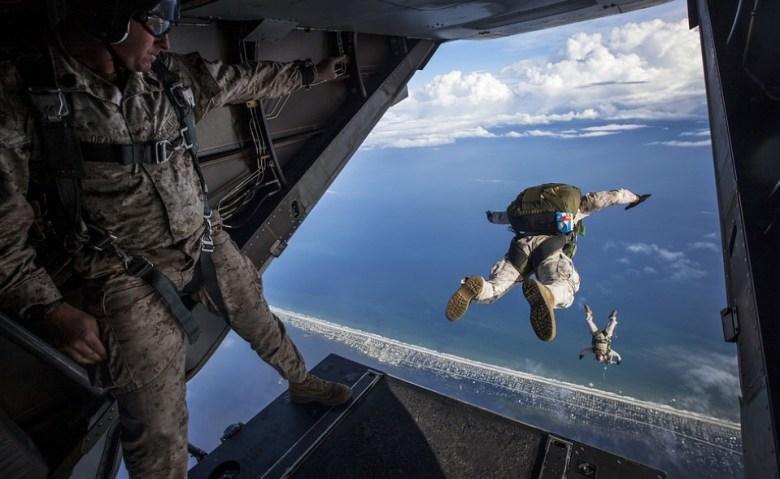 Tips Skydiving dan Hang Gliding perhatikan dan pahami petunjuk dari instruktur