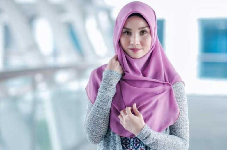 Pakai Hijab Pashmina Atau Segi Empat untuk Wajah Bulat
