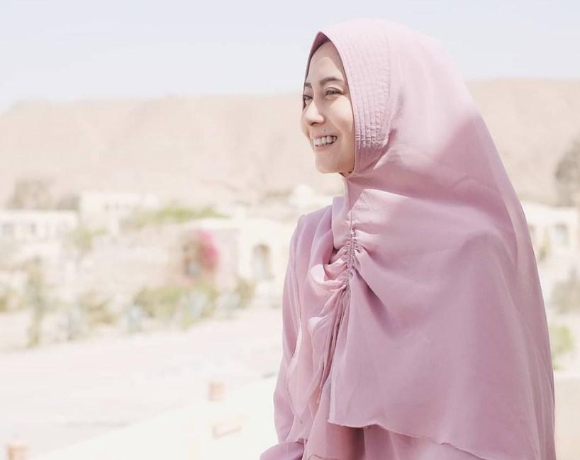 Panjangkan Bagian Depan Hijab Menutup Dada