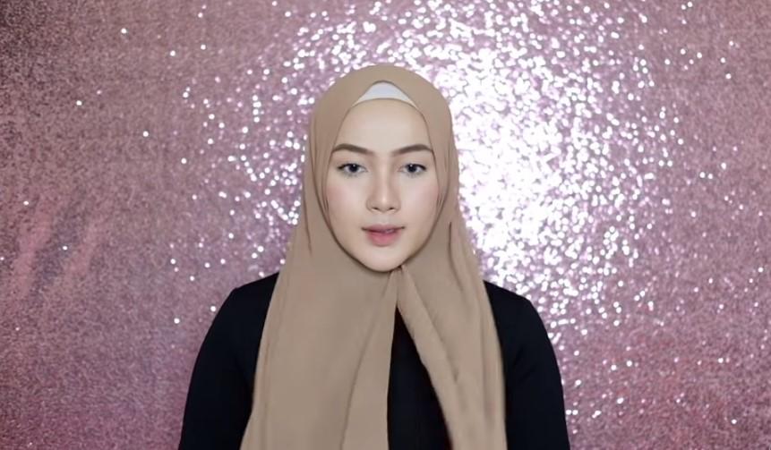 Tutorial Pashmina Simple Hijab Syari Kenakan Ciput Ninja dan Siapkan Hijab Pashmina Panjang