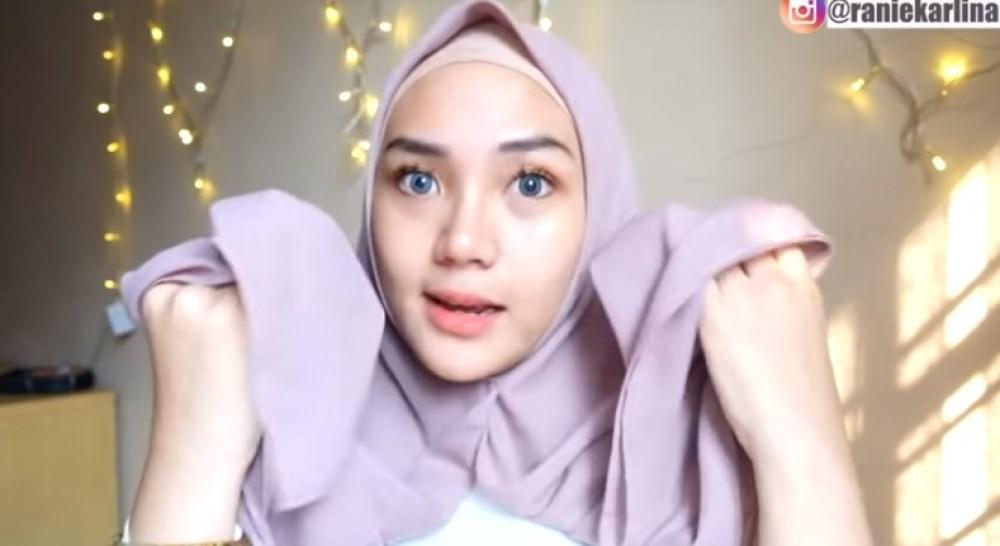 Cara Memakai Jilbab Segi Empat Sederhana untuk Wajah Bulat, Pastikan Kedua Sisi Hijab Sama Panjang dan Sematkan Peniti
