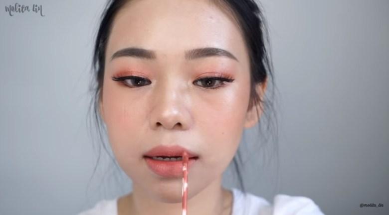 Gunakan Teknik Ombre Lips pada Bibirmu