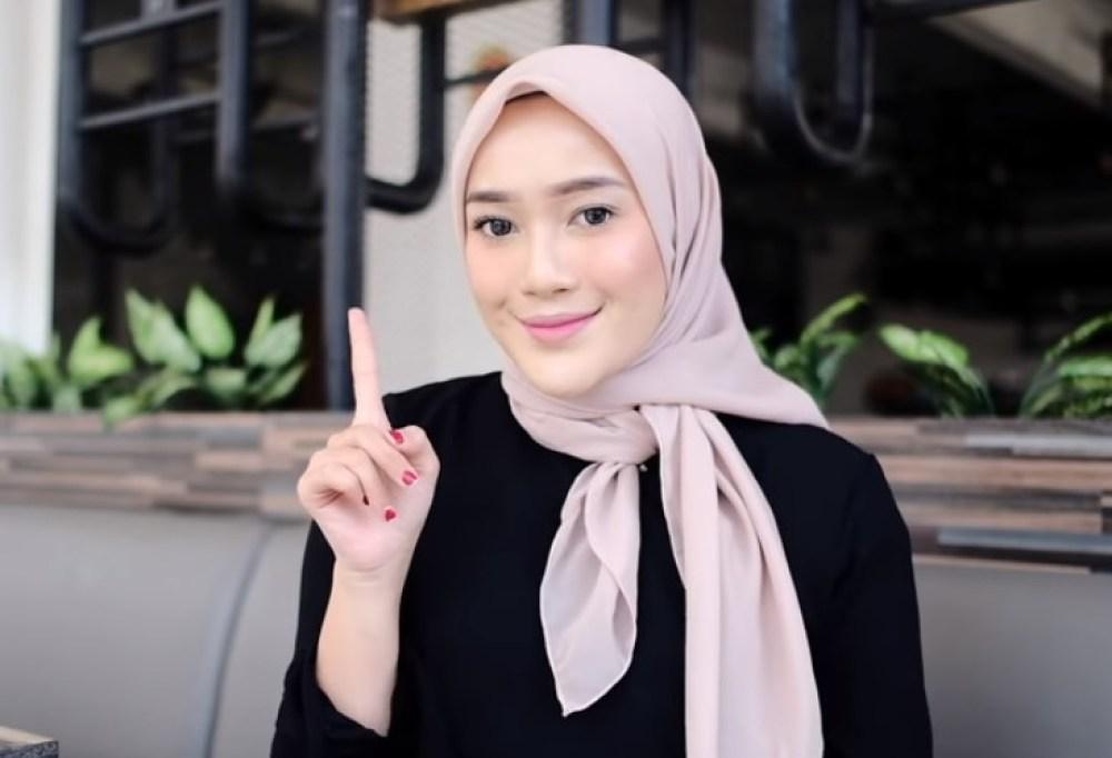 Tutorial Hijab Segi Empat Terbaru Simple tapi Modis SELESAI