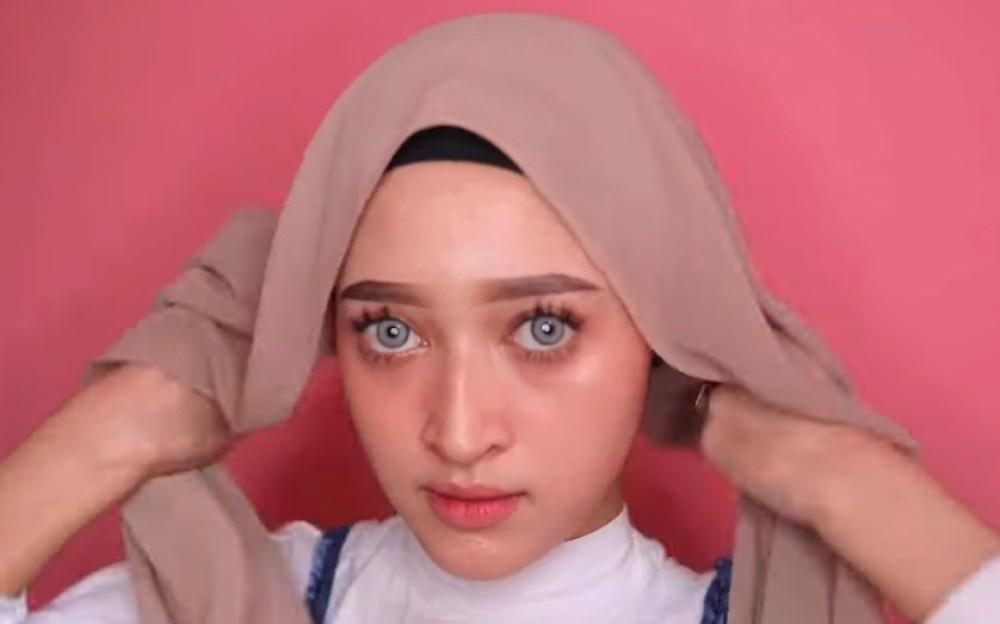 Cara Memakai Hijab Pashmina Simple dan Modis, Gunakan Inner Hijab dan Rapikan Agar Sesuai dengan Bentuk Wajah