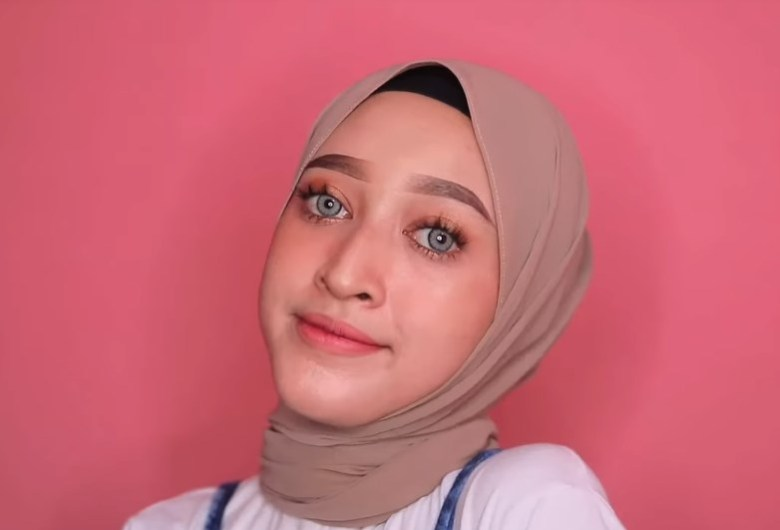Cara Memakai Hijab Pashmina Simple dan Modis SELESAI