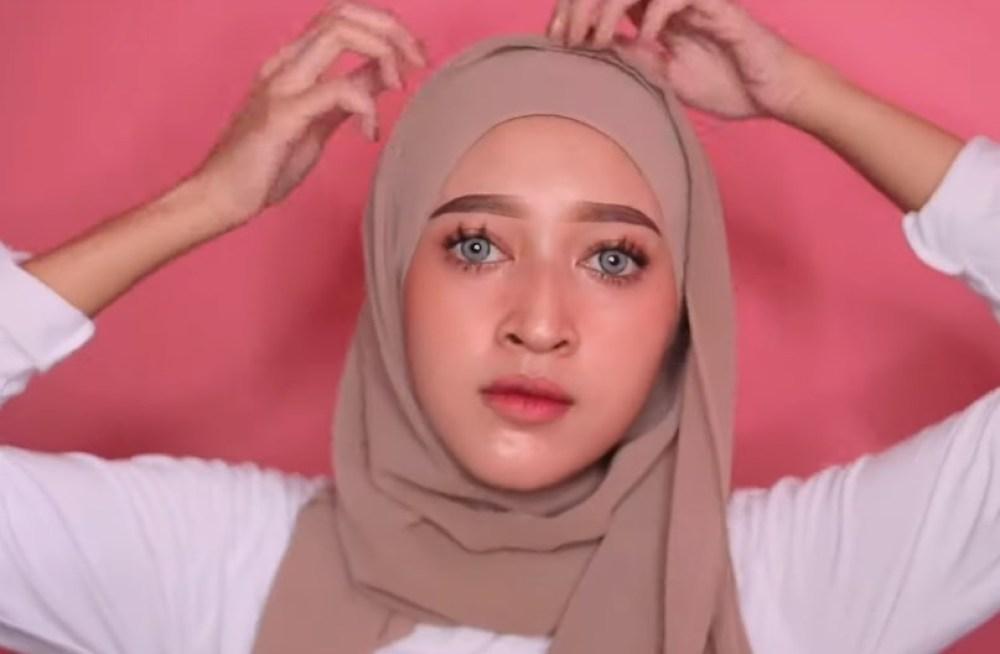 Tutorial Hijab Pashmina Kekinian dan Hits Simple dan Mudah, Rapikan Hijab Pashmina