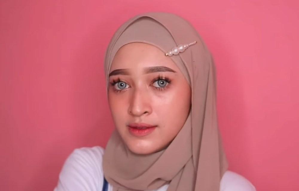 Tutorial Hijab Pashmina Kekinian dan Hits Simple dan Mudah, Tambahkan Aksesoris Jepit Rambut Hijab dan SELESAI