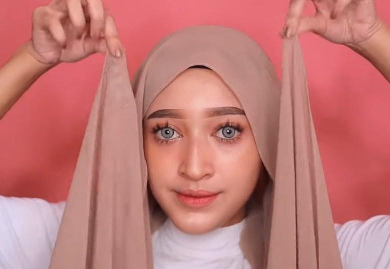 Tutorial Hijab Pashmina Simple dan Mudah Kekinian, Pastikan Gunakan Inner Hijab dan Kedua Sisi Hijab Pashmina Sama Panjang