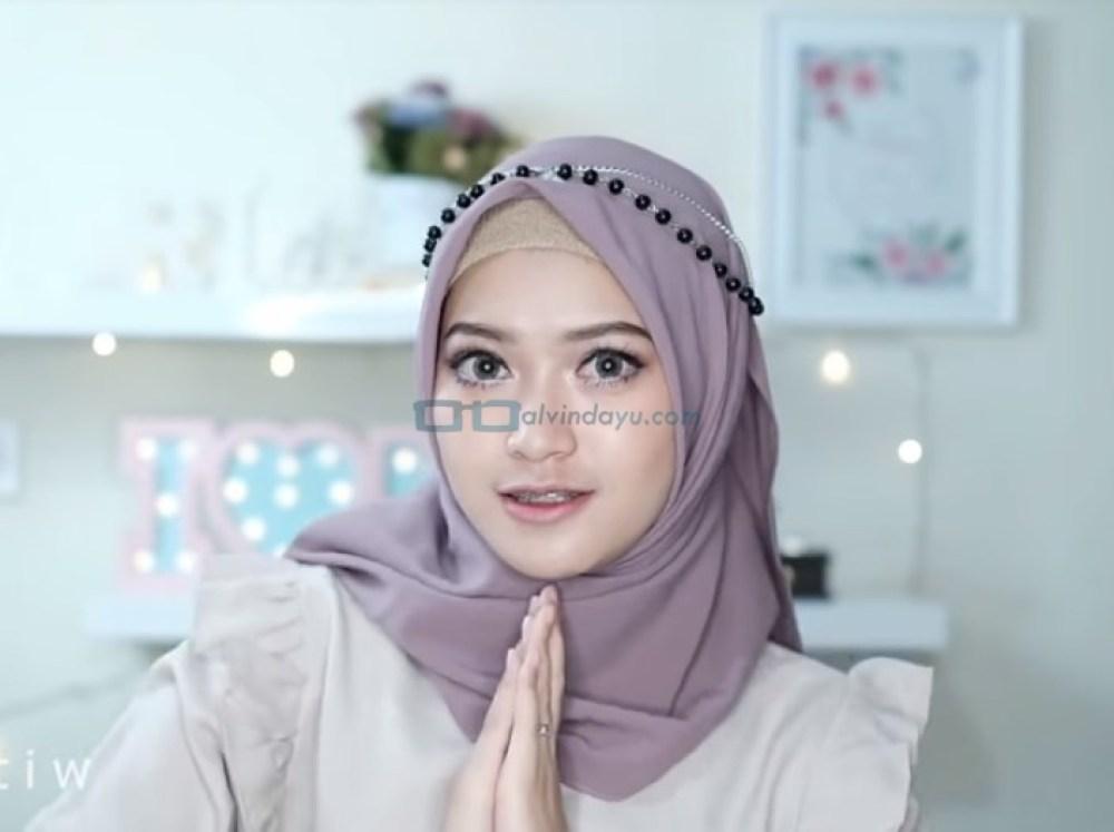 Tutorial Hijab Pesta Elegan Model Pashmina Tanpa Pentul, Pakai Aksesoris Hijab dan SELESAI