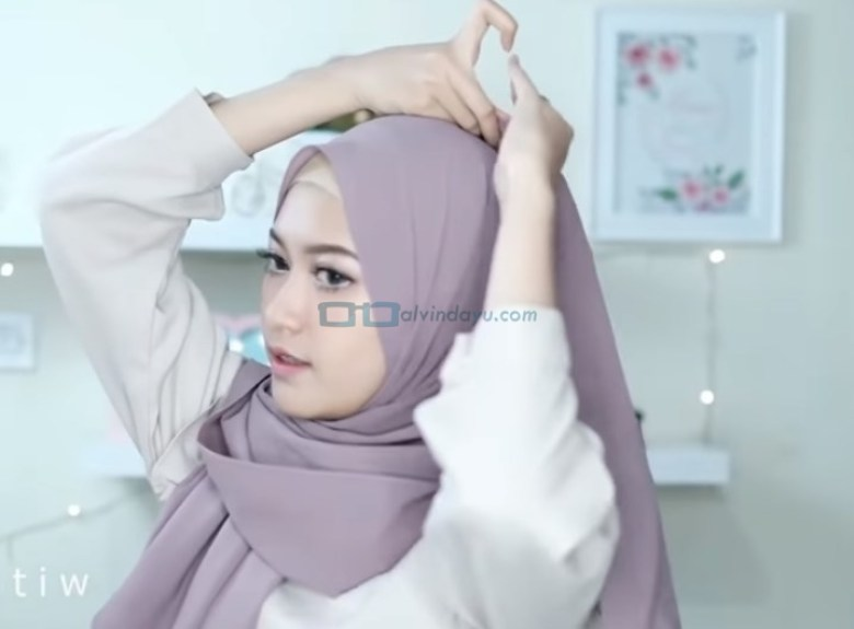 Tutorial Hijab Pashmina Simple Buat Pesta