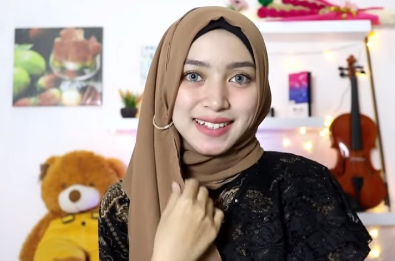 Tutorial Hijab Segi Empat Simple dan Modis Untuk Pesta SELESAI 2