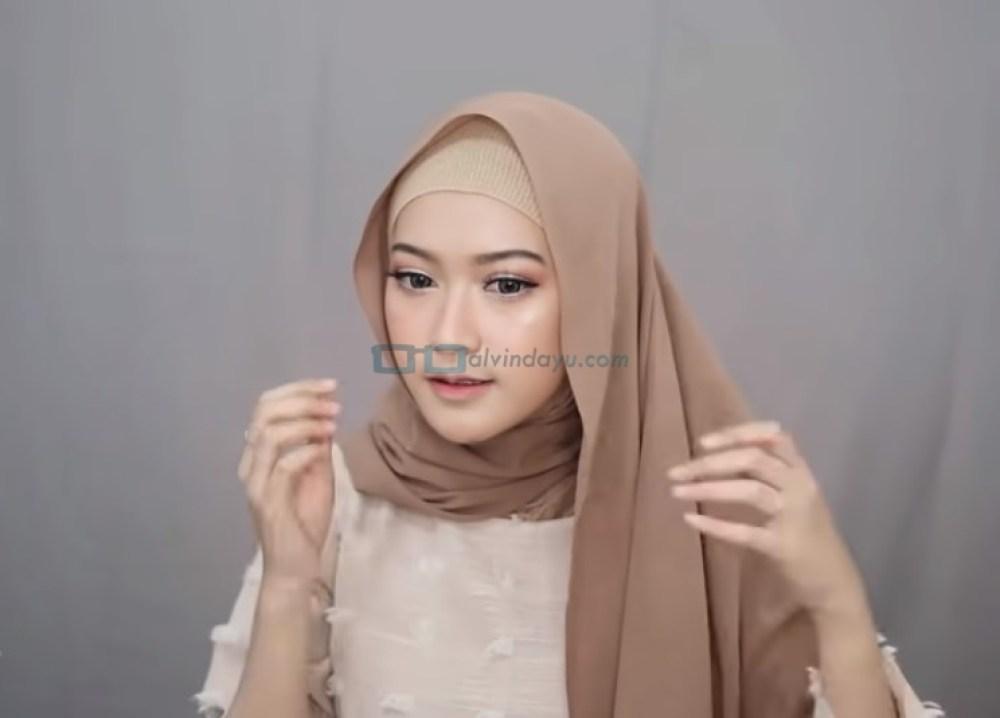 Tutorial Pashmina Simple Menutup Dada Kekinian, Rapikan Hijab Pashmina