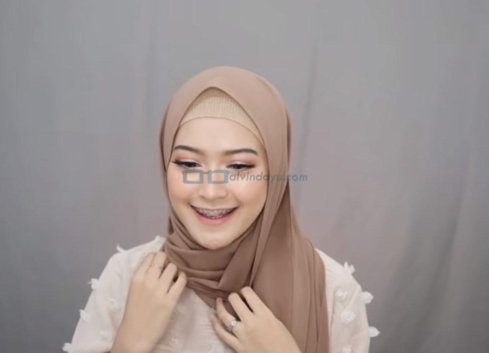 Tutorial Pashmina Simple Menutup Dada Kekinian, Rapikan Hijab