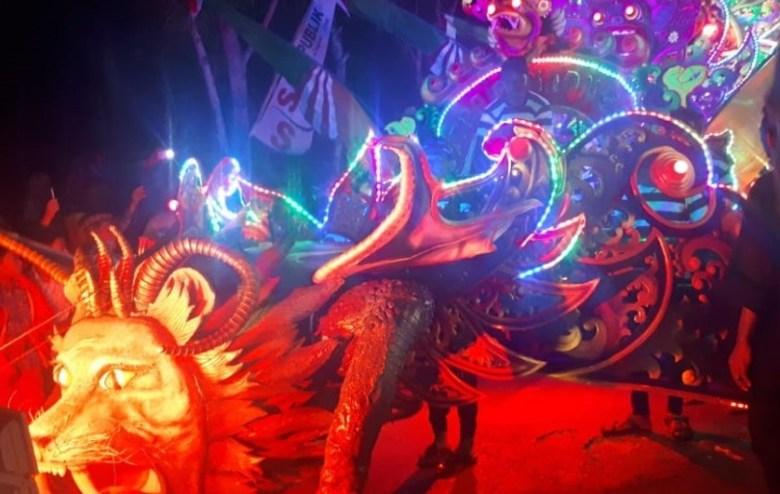Kaya Tradisi Dan Warna-warna Mencolok