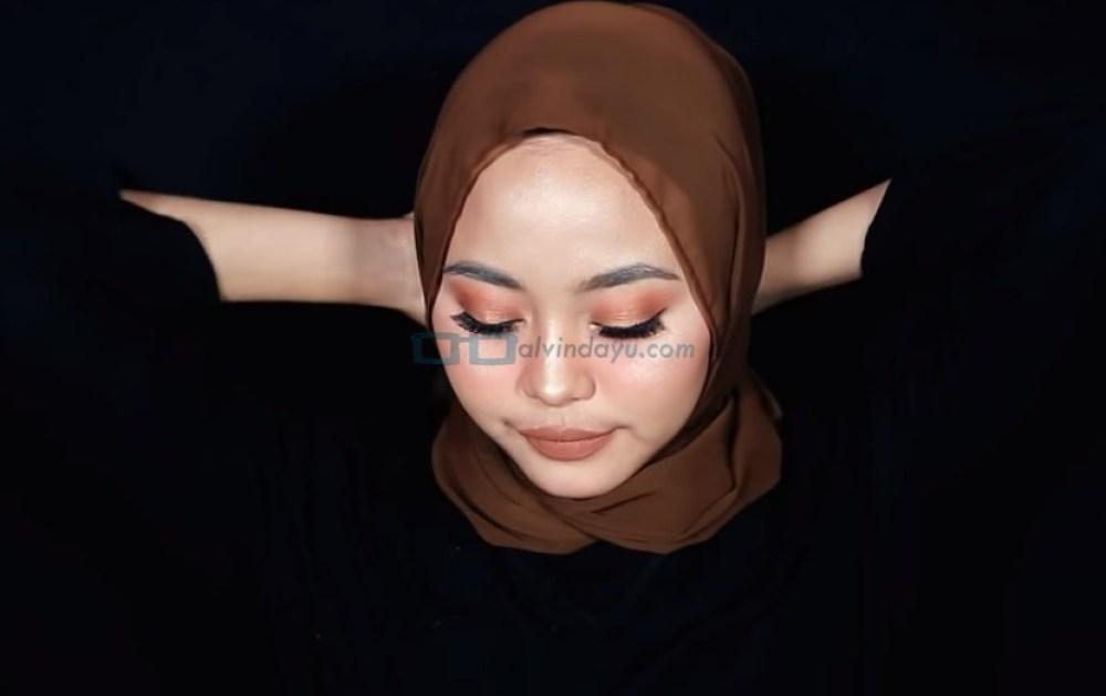 Tutorial Hijab Pashmina Diamond Simple untuk Remaja, Ikat Hijab dengan Rapi