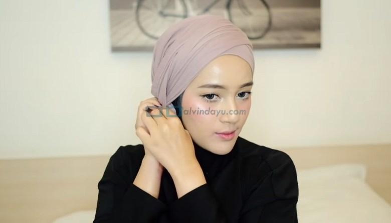 Tutorial Hijab Pashmina Diamond Turban, Selipkan Juga Ujungnya Kedalam Hijab