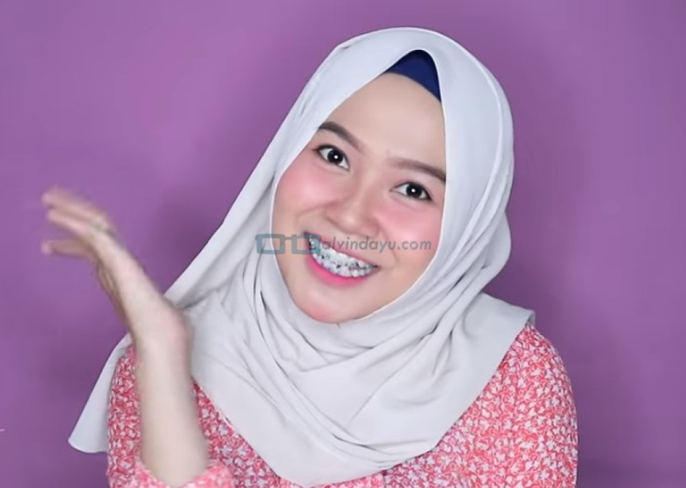 Tutorial Hijab Pashmina Wajah Bulat Agar Terlihat Tirus SELESAI