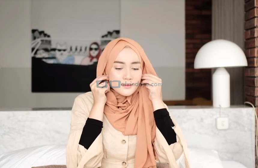 Tutorial Hijab Pashmina untuk Kuliah Simple Ala Selebgram, Rapikan Hijab Pashmina