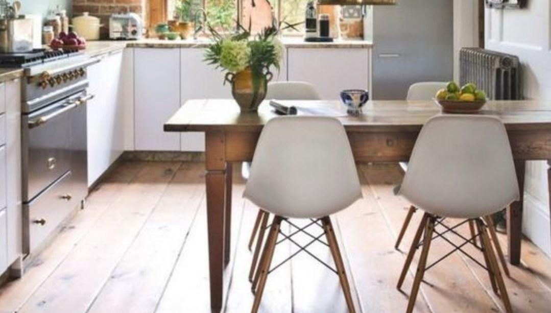 Ruang Makan dengan Furniture Minimalis
